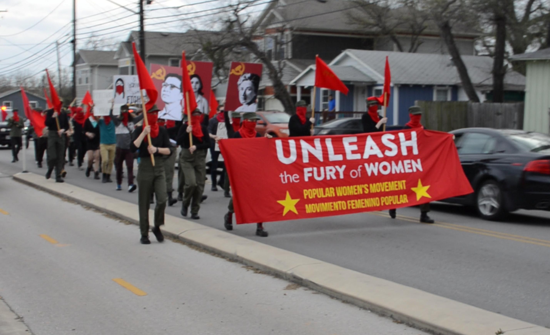 AUSTIN: Una marcha por el Día Internacional de la Mujer Trabajadora se enfrenta con fascistas, la policía hace detenciones