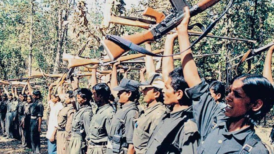 INDIA: Fuerzas maoístas toman ciudad, aniquilan enemigos y destruyen un edificio del gobierno
