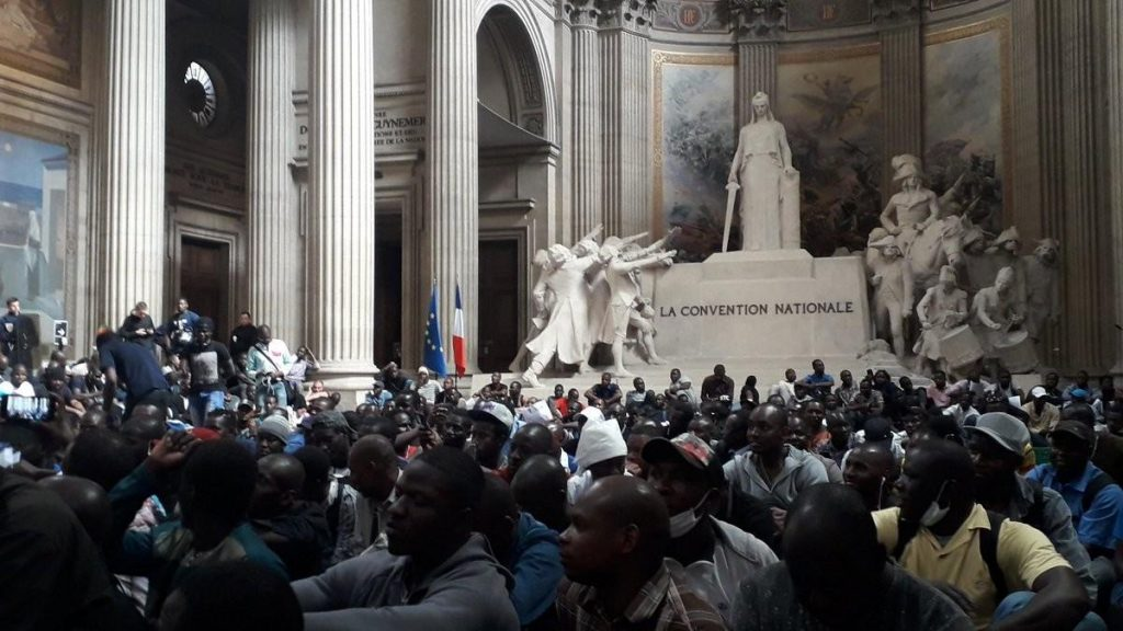 """FRANCE: """"Black Vests"""" Storm the Pantheon"""