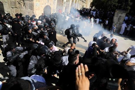 PALESTINE: Israeli Police Clash with Worshipers During Eid al-Adha