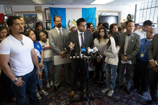 Houston: ICE Detiene a un Activista que los Invitó al Ayuntamiento