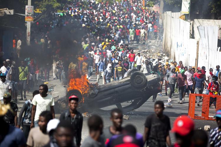 HAITÍ: El Presidente Moise Ruega por Ayuda de los Estados Unidos en Medio de  Protestas Violentas