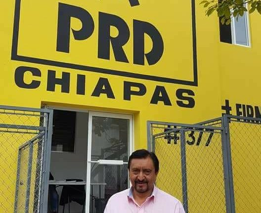 Mayor Jorge Luis Escandón Hernández outside of PRD Chiapas office