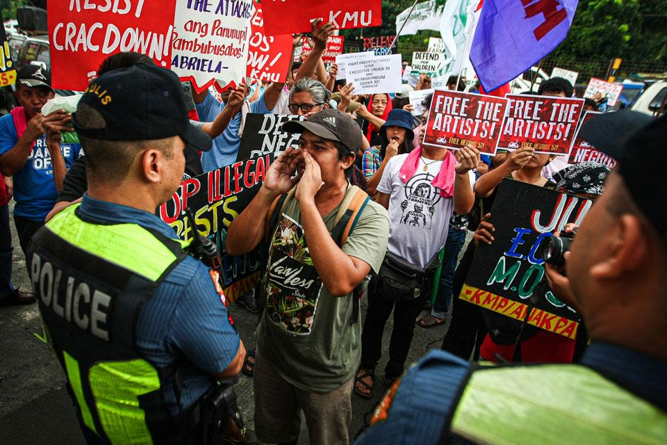 PHILIPPINES: Reactionary Old State Orders Mass Raid and Arrests of Activists