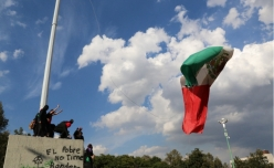"Students taking down Mexican flag from flagpole, graffiti reads ""The poor don't have a flag"""