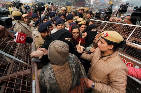 Police detain protesters in New Delhi