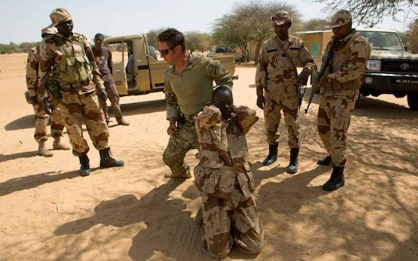 US-Special_Forces-soldier-trains-Niger-troops_Reuters